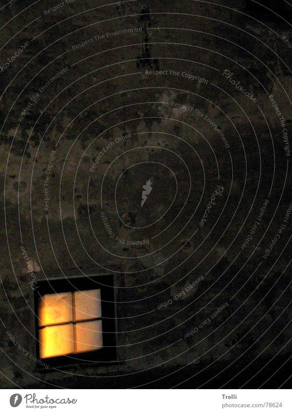 Fensternis Putz dunkel Licht Wand erleuchten Nacht Physik Götter Quadrat verfallen Wärme Gott