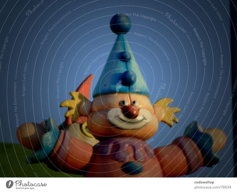 ES Freude Kinderzimmer Kindheit Zirkus Kitsch trist England Great Yarmouth joyland Jahrmarkt Clown Farbfoto Gedeckte Farben Außenaufnahme Totale Porträt