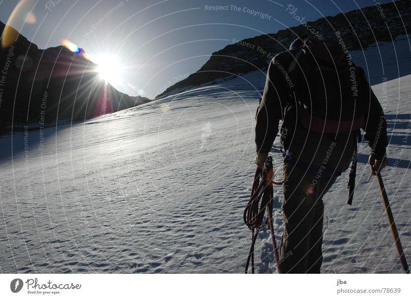 der Aufstieg schön Himmel Sonne blau Winter Ferien & Urlaub & Reisen kalt Schnee Herbst Berge u. Gebirge hell Beleuchtung Arme wandern gehen Seil