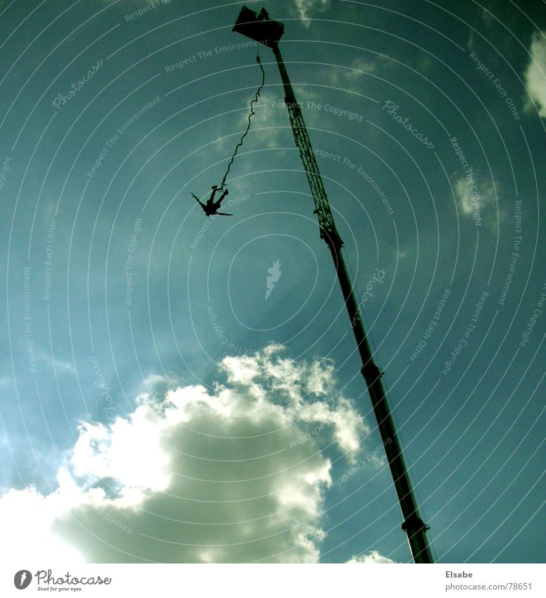 Supermann Kran Wolken springen Vogel Gegenlicht Licht himmlisch Himmel Bungee Sommer Sport Spielen sziget blau fliegen Freiheit Sonne Leben sky bungeejump