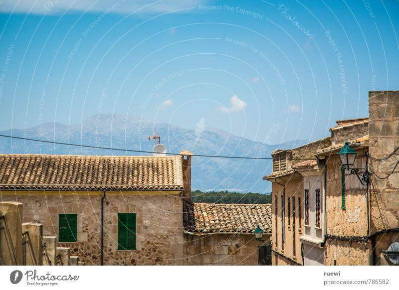 Bergblick Ferien & Urlaub & Reisen Tourismus Ferne Sommer Sommerurlaub Sonne Landschaft Himmel Wolken Schönes Wetter Hügel Berge u. Gebirge Insel Mallorca Dorf