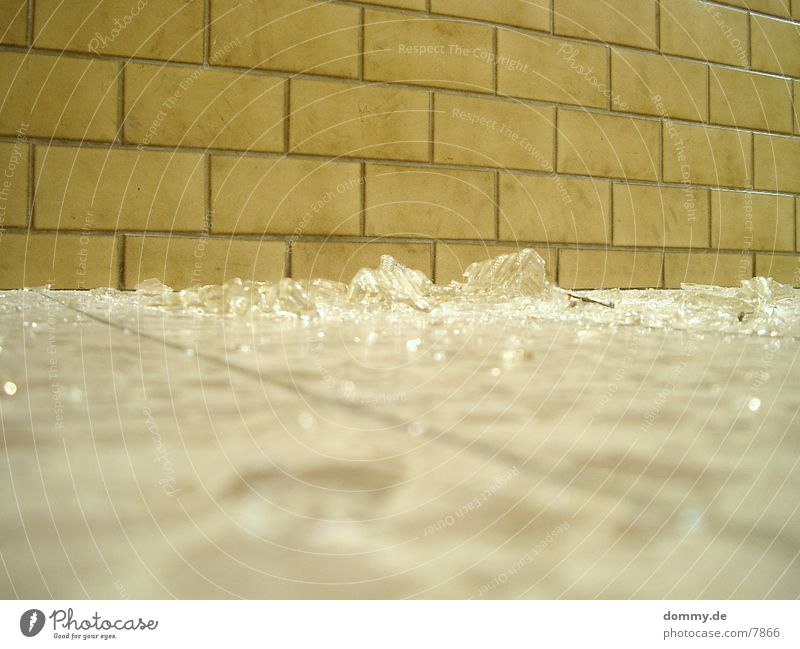 glas Lampe Glas kaputt Dinge Zerstörung Splitter