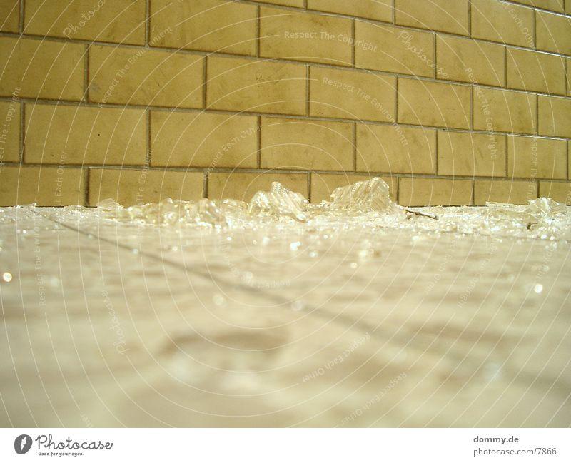 glas Lampe kaputt Splitter Dinge Zerstörung Glas kaz