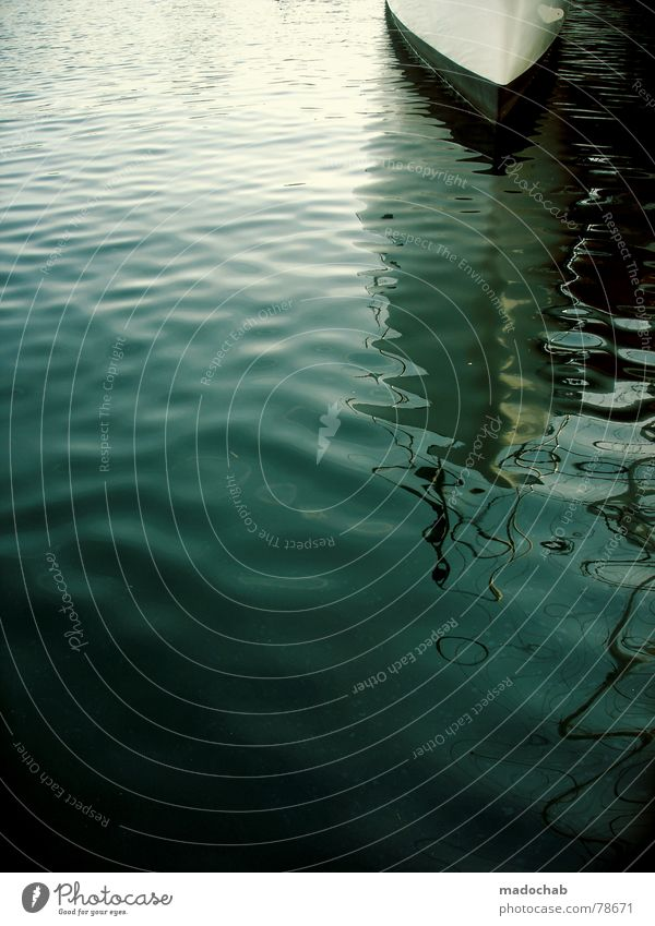 THE BEGINNING Sportboot ankern Fischerboot Portwein Jacht See Meer Wasserfahrzeug Reflexion & Spiegelung Wellen Oberfläche Frankreich Marseille Anlegestelle