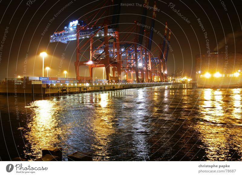 3kran Lampe Industrie Güterverkehr & Logistik Wasser Stadt Hafen Wasserfahrzeug Container dunkel trashig Beginn wegfahren Dock Kran Beleuchtung Anlegestelle