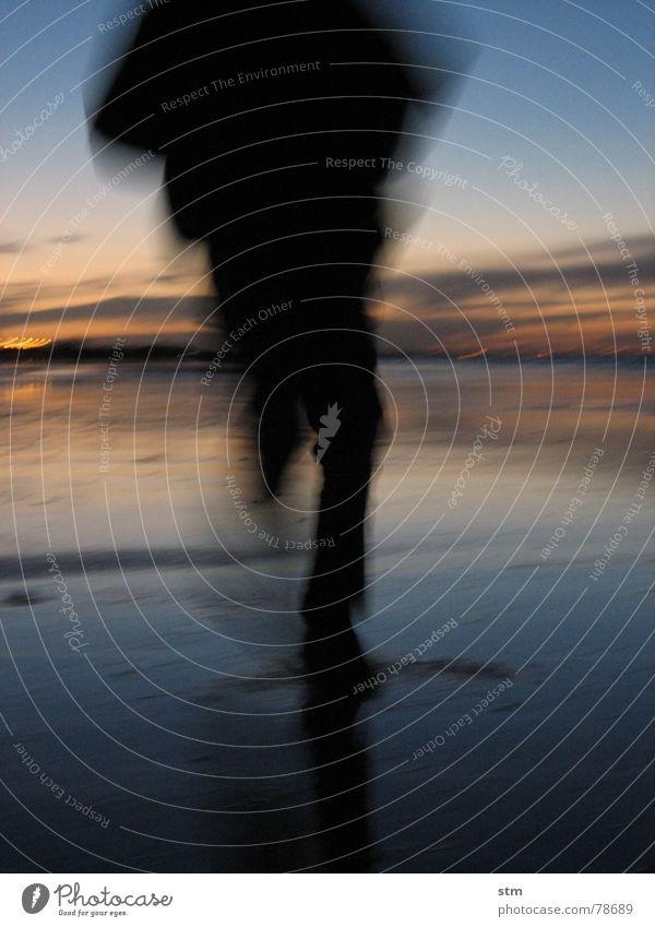 run ! Mann Wasser Himmel Sonne Meer grün blau Strand Ferien & Urlaub & Reisen Wolken gelb Bewegung See Sand orange Wellen