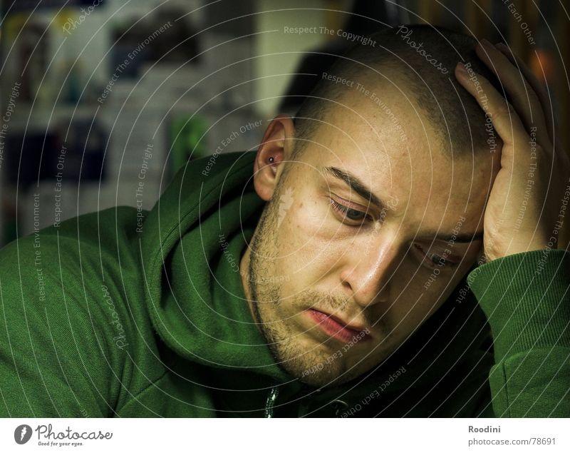 alles nochmal überdenken Mensch Jugendliche Mann Junger Mann Gesicht Auge Leben Denken Schule sitzen lernen beobachten Studium Student Schüler Langeweile