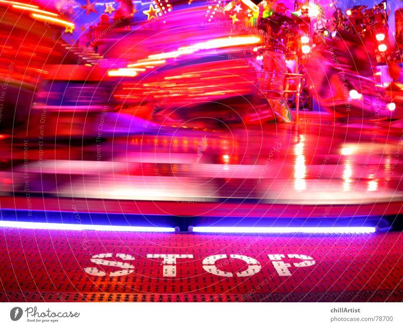 Stop! rot Bewegung Feste & Feiern Freizeit & Hobby Ausflug hoch Geschwindigkeit gefährlich wild fahren stoppen Jahrmarkt drehen Wort Warnhinweis Risiko