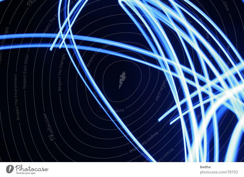 Blaues Wunder schwungvoll Langzeitbelichtung Biegung Nacht gekrümmt Schwung chaotisch Wut durcheinander Licht Trauer Verzweiflung Farbe Linie Lampe blau