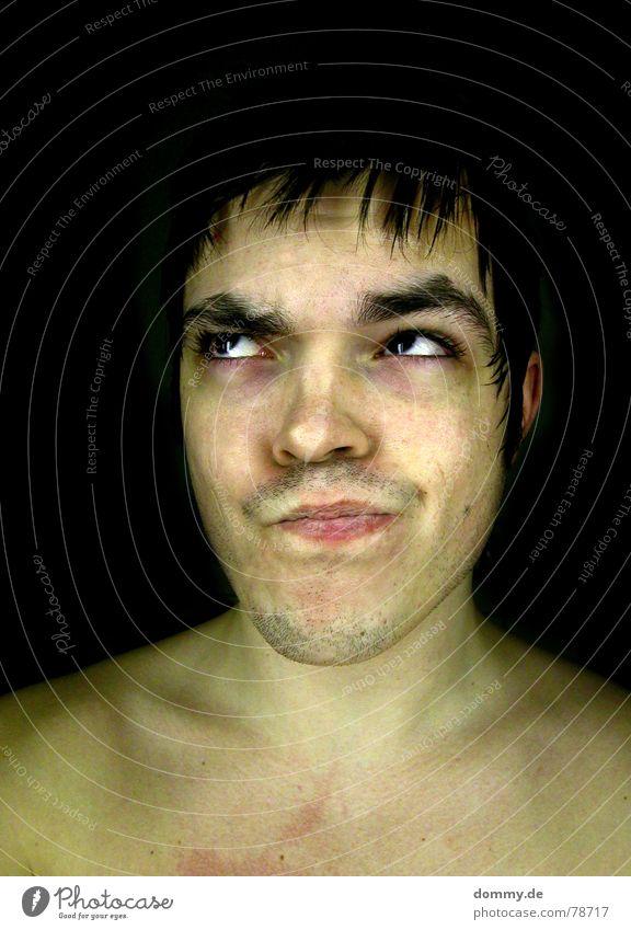 er&nichtsie Mann Kerl Schulter Schlüsselbein Nacken Kinn Stoppel Wimpern Augenbraue Lippen Wölbung weiß Geheimratsecken schwarz Hintergrundbild dunkel Porträt