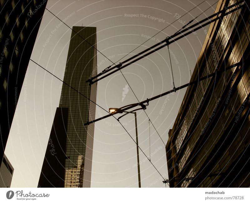 NETZWERK Himmel blau Stadt Einsamkeit Haus Fenster oben Gebäude Linie hell Arbeit & Erwerbstätigkeit Wind Glas hoch Beton