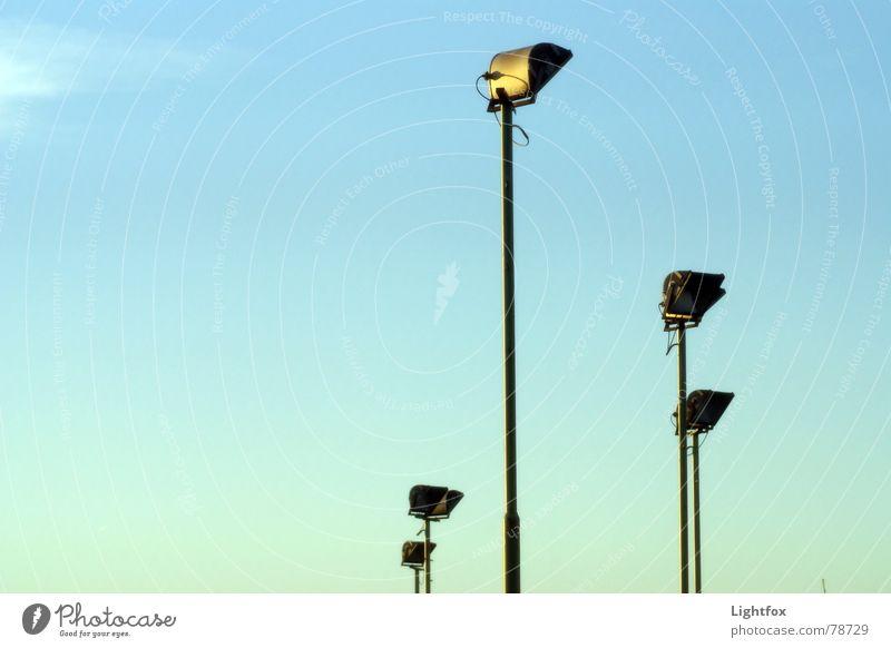 Scheinwerfer 5 Blauer Himmel Flutlicht