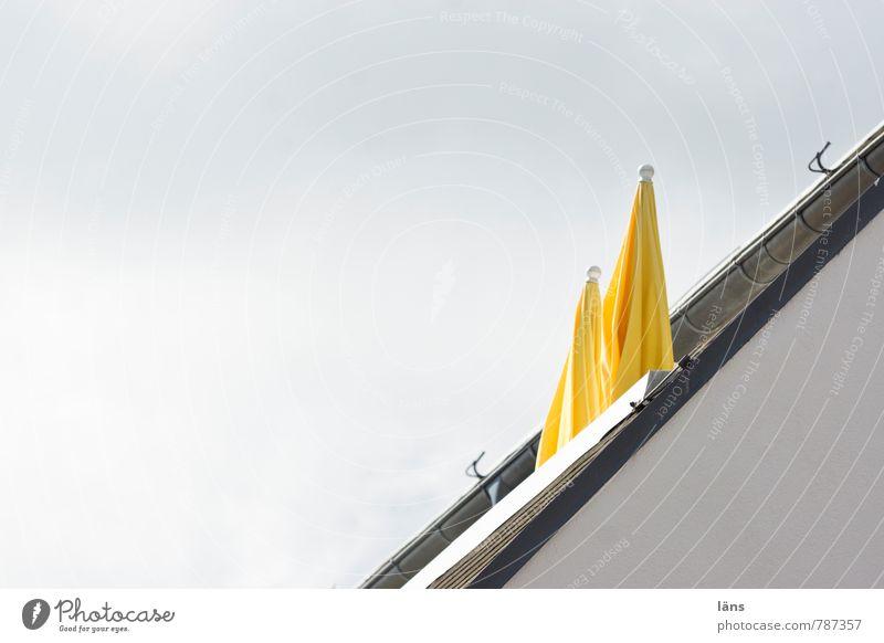 Sonnenpause Ferien & Urlaub & Reisen Tourismus Haus Balkon Himmel Wolken Sommer Bauwerk Gebäude Dach Dachrinne gelb Schutz Erholung Freizeit & Hobby
