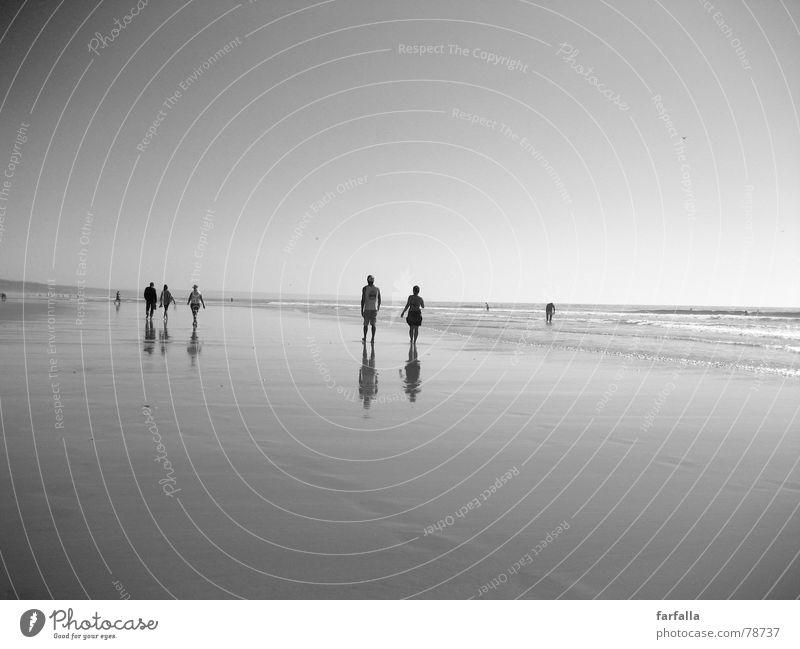 Walk without an end Barfuß Unendlichkeit Ausmaß Spaziergang Strand Mensch Reflexion & Spiegelung Portugal Meer gehen Himmel Sommer Ferne Freiheit