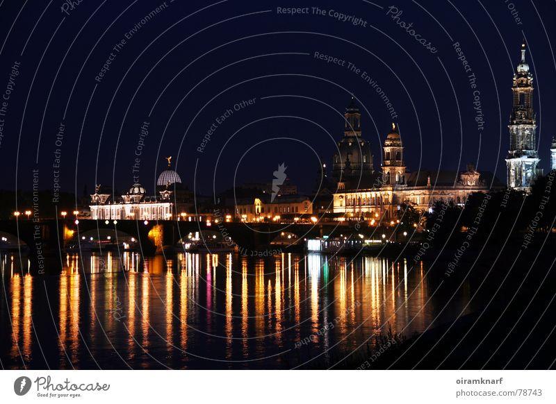 Dresden bei Nacht Farbfoto mehrfarbig Außenaufnahme Menschenleer Abend Reflexion & Spiegelung Langzeitbelichtung Low Key Tourismus Sightseeing Städtereise