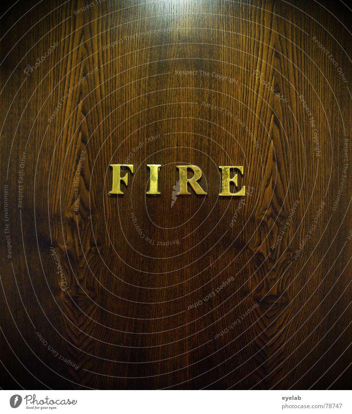 (Titel siehe Foto) Haus Holz Gebäude braun Angst Tür Brand gold Sicherheit gefährlich Schriftzeichen bedrohlich Buchstaben Eingang Typographie