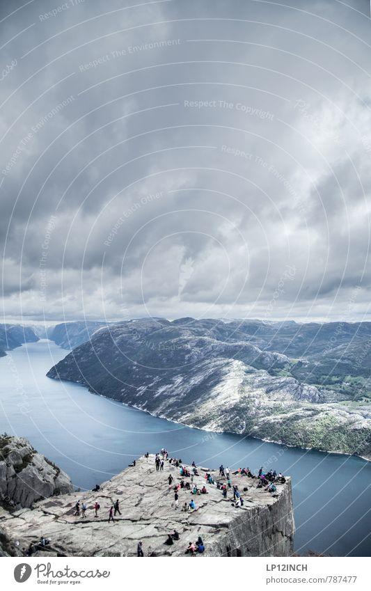 N O R W A Y - Preikestolen - XIII Mensch Natur Ferien & Urlaub & Reisen Jugendliche Wasser Landschaft Wolken Erwachsene Berge u. Gebirge Senior Menschengruppe