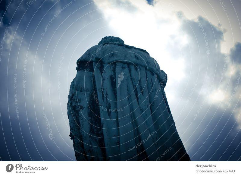 Denk.. mal Mensch blau Stadt Sommer Gefühle Stil Stein außergewöhnlich Deutschland maskulin Schönes Wetter beobachten einzigartig Neugier entdecken Denkmal