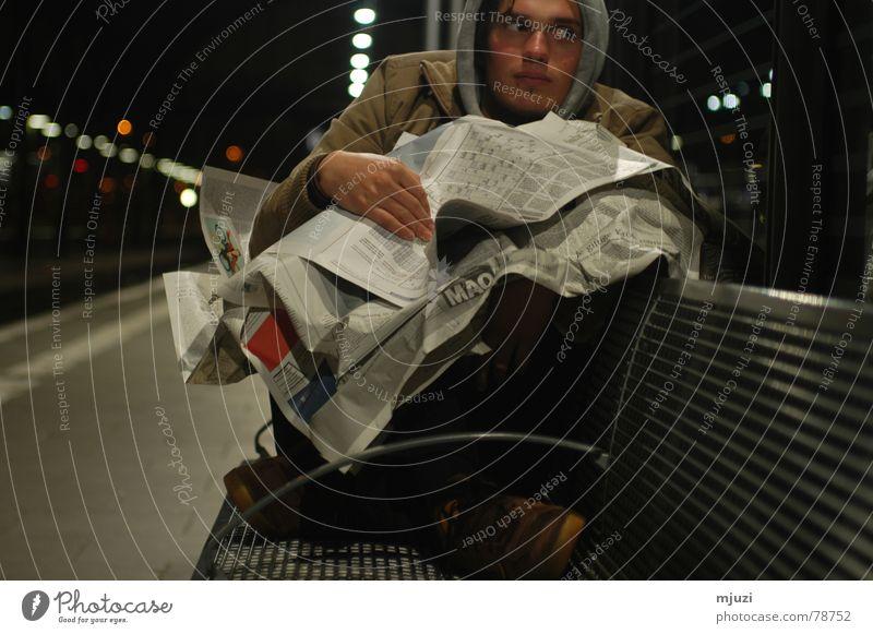 hotel bahnhof Endstation Obdachlose fertig Ende Aufenthalt Wunsch Zeitung Schlafzimmer Einsamkeit Überleben frieren dunkel Nacht überwintern Trauer Verzweiflung