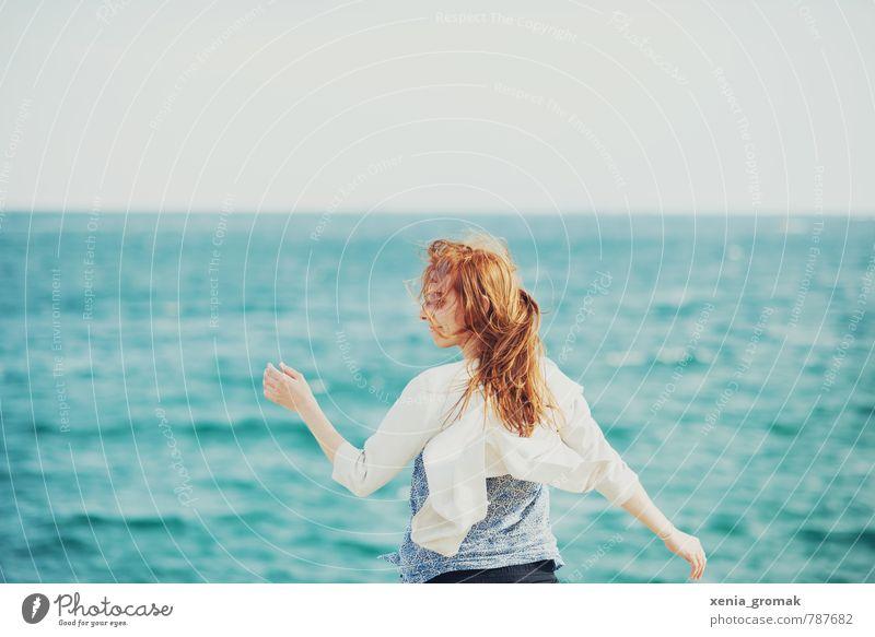 am Meer Mensch Kind Ferien & Urlaub & Reisen Jugendliche Wasser Sommer Sonne Junge Frau Strand Ferne Leben feminin Haare & Frisuren Freiheit Horizont
