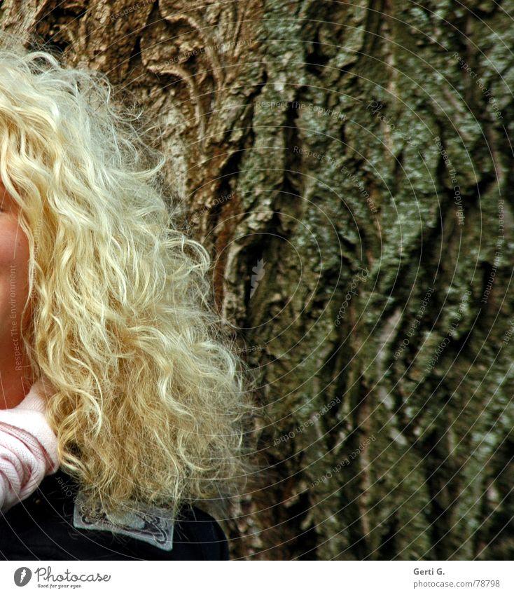 die Locken rocken Frau Natur Baum schön Freude ruhig kalt feminin Freiheit Stil Haare & Frisuren Denken braun lustig Zufriedenheit blond