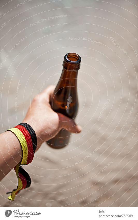 yeah weltmeister! Getränk trinken Alkohol Bier Flasche feminin Hand festhalten Flüssigkeit frisch lecker Deutsche Flagge Farbfoto Außenaufnahme
