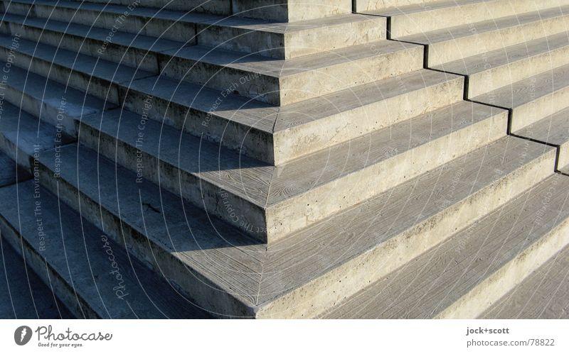 Ecke Treppe Architektur Prenzlauer Berg Wege & Pfade Beton eckig fest groß Wärme grau Ordnung Steigung Niveau Höhenunterschied Zickzack Grenze Schattenspiel