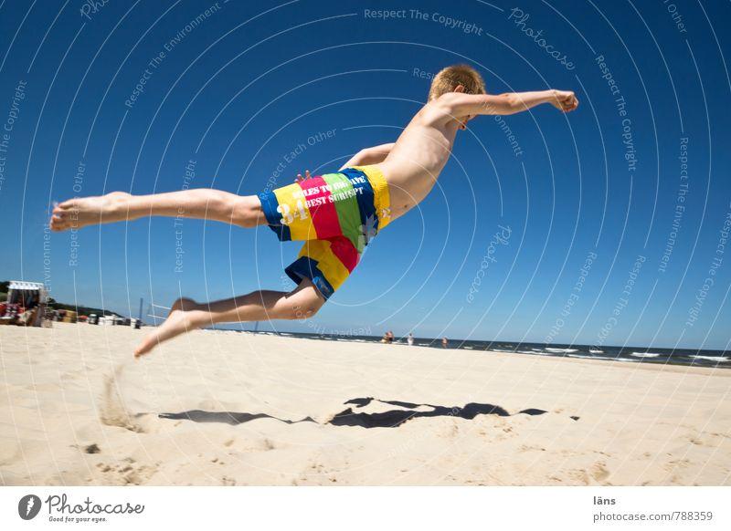 Rückflug Mensch Himmel Kind Sommer Freude Strand Bewegung Küste Junge fliegen springen Kraft Kindheit Erfolg Fröhlichkeit Beginn