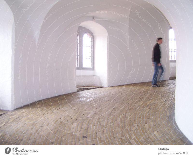 Rundetaarn Mensch alt Straße Wege & Pfade Bewegung Kunst hell Geschwindigkeit rund historisch Bauwerk Wahrzeichen Denkmal Sehenswürdigkeit Altstadt Sightseeing