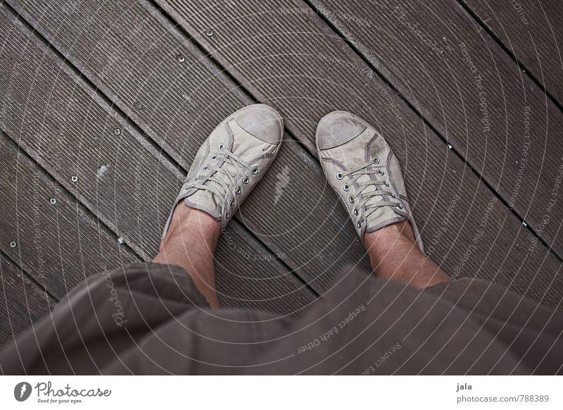 schuhfoto Mensch feminin natürlich Beine Mode Schuhe Bekleidung gut trendy unten Turnschuh Shorts