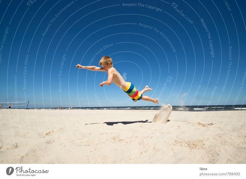 Sieg Mensch Kind Ferien & Urlaub & Reisen Jugendliche Sommer Meer Strand Küste Junge Freiheit fliegen springen Kindheit Erfolg Tourismus Ausflug