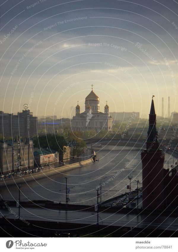 Moskau Kreml Sonnenuntergang Romantik gelb Abend Wolken Stadt Europa historisch Himmel Russland Fluss gemalt Wasser blau Abenddämmerung orange