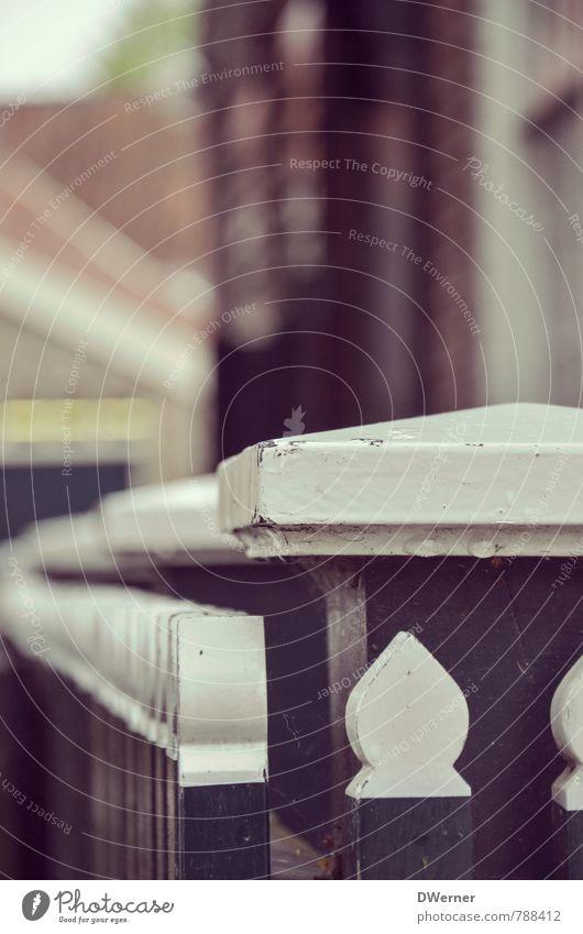 Gartenzaun Lifestyle Sightseeing Städtereise Häusliches Leben Haus Renovieren Dorf Einfamilienhaus Fassade groß hell retro trashig schwarz weiß Schutz Zaun