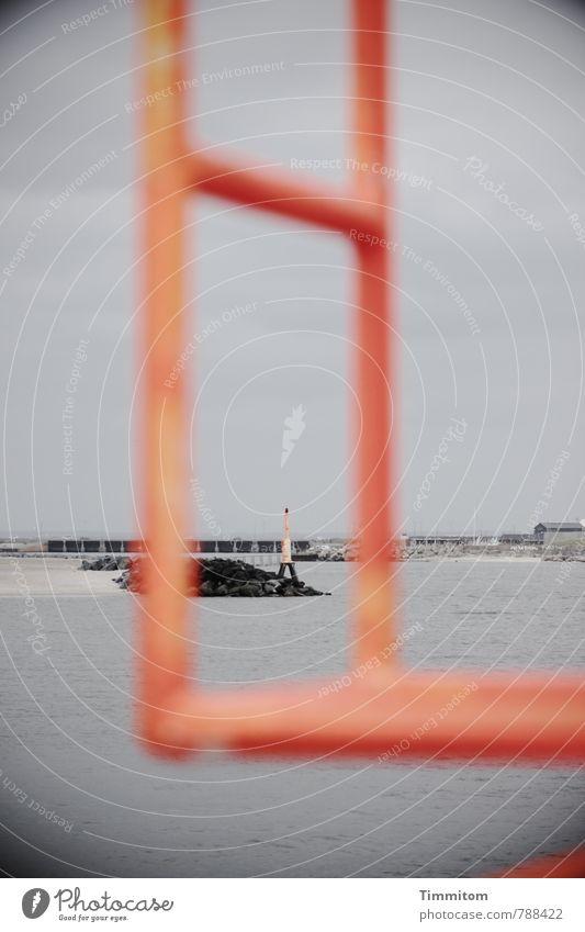 Durchblick. Himmel Ferien & Urlaub & Reisen Wasser ruhig Umwelt grau Metall orange ästhetisch Nordsee Dänemark Mole Leitersprosse