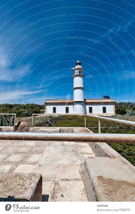 Cabo de ses Salines Himmel Ferien & Urlaub & Reisen blau weiß Sommer Ferne Wärme Gebäude stehen hoch Turm Sicherheit Geländer Mallorca Schifffahrt mediterran