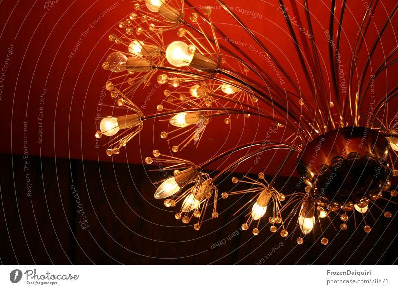 Light me up bräunlich Sechziger Jahre Lampe Glühbirne hängen Raum kaputt Staub Reflexion & Spiegelung Dekoration & Verzierung Messing historisch Wand rot braun