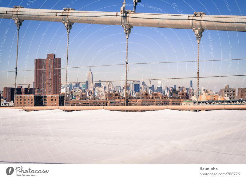 Aussicht von der Brooklyn Bridge Ferien & Urlaub & Reisen Stadt Haus Architektur Gebäude Hochhaus Tourismus groß hoch Beton Schönes Wetter Brücke USA Bauwerk