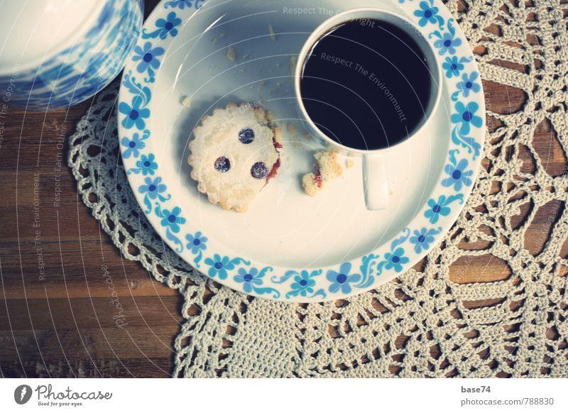 Kaffeekränzchen Feste & Feiern braun Lebensmittel genießen Ernährung Getränk Tisch süß retro Geschirr Kuchen Tasse Teller Backwaren Teigwaren