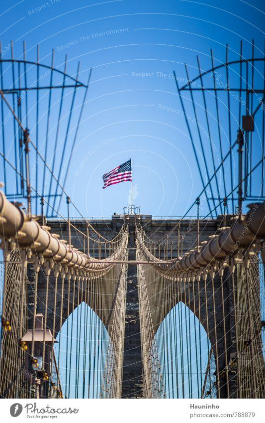 Brooklyn Bridge Ferien & Urlaub & Reisen blau Stadt rot Frühling Architektur Stein Metall Tourismus Perspektive Schönes Wetter Brücke Unendlichkeit USA Bauwerk