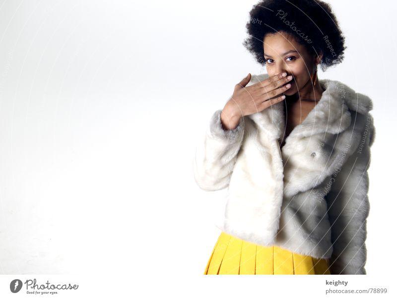 it's so funny Frau Hand Freude gelb braun stehen Fell Jacke Amerikaner Afroamerikaner