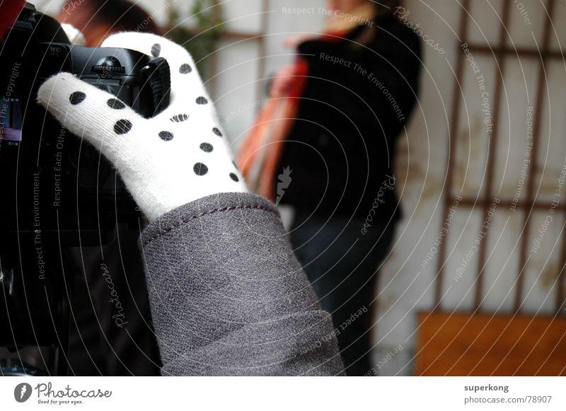 003 Photo-Shooting Präsentation Fotokamera Momentaufnahme Phototropismus Satellitenbild Fotografie Herbst kalt Handschuhe grau Frau Winter Freizeit & Hobby
