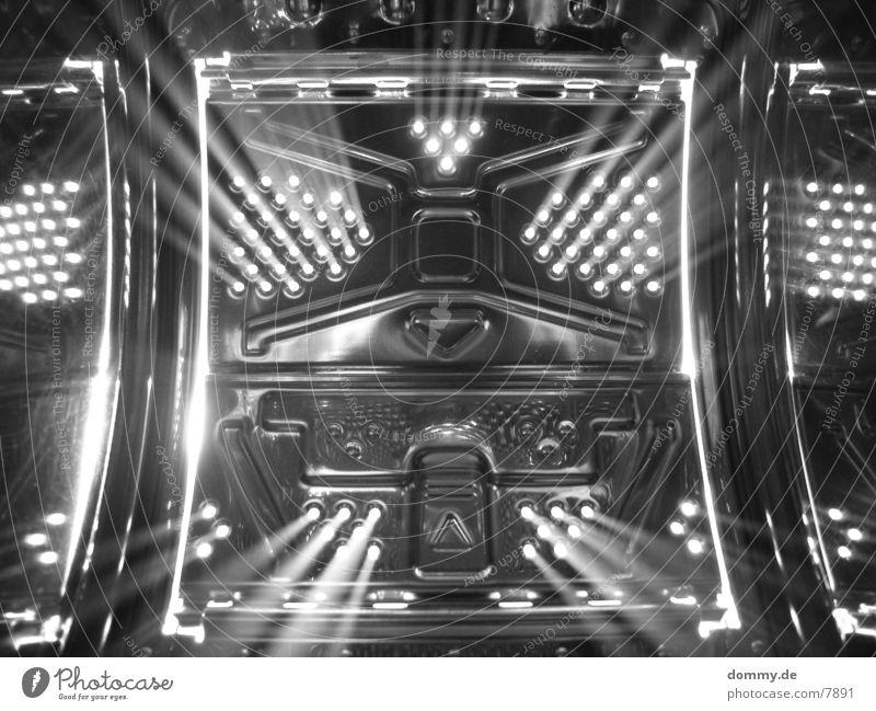 Stargate Stil Langzeitbelichtung Belichtung Fototechnik Metall Starruhm Schwarzweißfoto Kunstlicht Lichtstrahl Lichtstrahler Lichtdesign Scheinwerfer