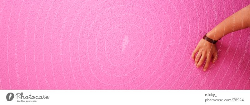 The Wall Wand Hand Finger rosa leer Einsamkeit Mann braun festhaltend fingers Arme brown Mauer