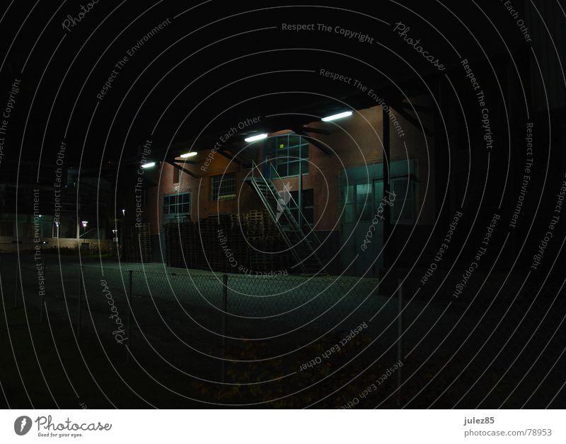 Lagerhaus bei Nacht Spedition Passau Lampe dunkel Dienstleistungsgewerbe