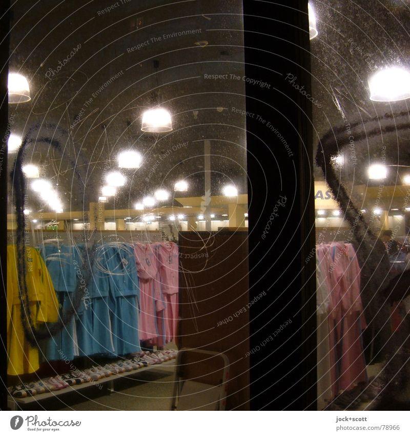 Einsicht kalt Beleuchtung leuchten modern Glas retro kaufen Kleid Reihe Ladengeschäft Dienstleistungsgewerbe hängen Handel trashig Sammlung Fensterscheibe