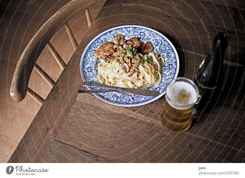 klassiker vegetarisch Lebensmittel Gemüse Teigwaren Backwaren Bandnudeln Champignons Rahmsoße Tofu Tofuschnitzel Ernährung Mittagessen Bioprodukte