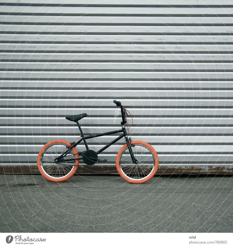 B M X Lifestyle Stil Design Freizeit & Hobby Abenteuer Freiheit Sport Fahrradfahren BMX Mauer Wand Verkehr Verkehrsmittel Coolness trendy klein Stadt grau