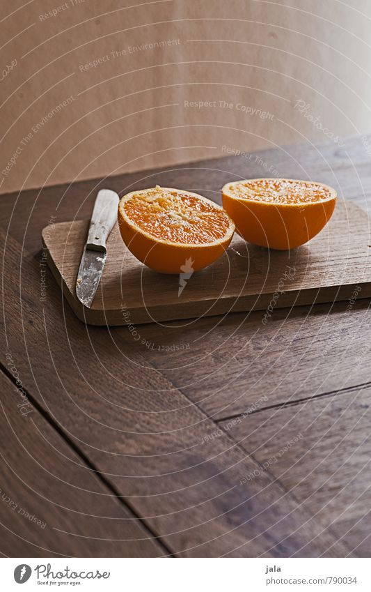 orange Lebensmittel Frucht Orange Orangenhälften Ernährung Picknick Bioprodukte Vegetarische Ernährung Diät Messer Schneidebrett Gesunde Ernährung frisch