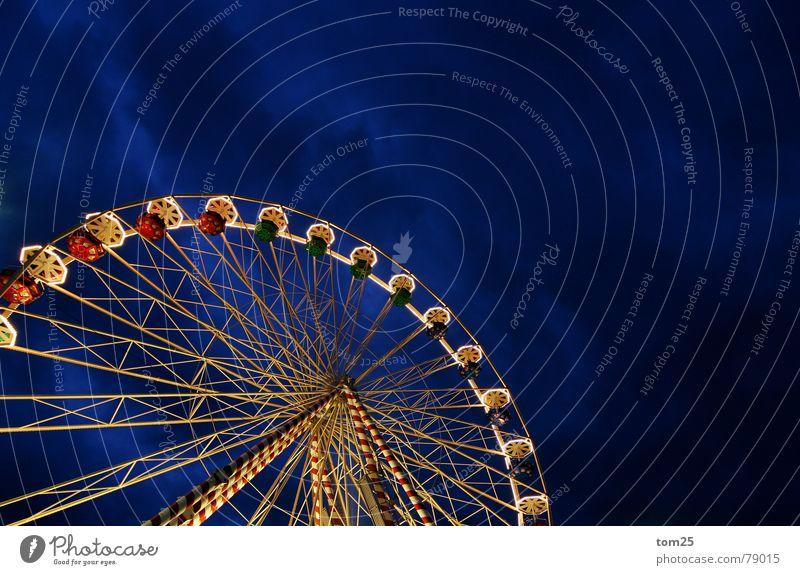 Riesenrad Weihnachtsmarkt Jahrmarkt Schausteller Licht Fahrgeschäfte Abend Nacht Wolken Freizeit & Hobby Dienstleistungsgewerbe Verkehrswege Himmel Bewegung