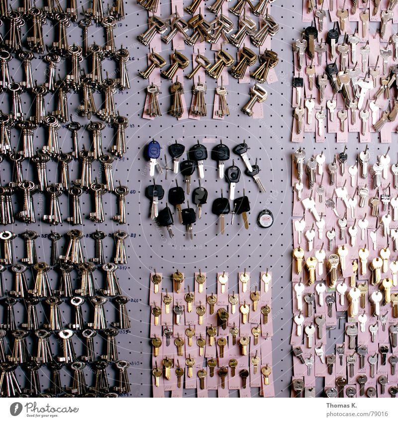 """Choose Wisely (oder """"Schatz, welcher isses den ?"""") Wand Arbeit & Erwerbstätigkeit Ordnung mehrere Sicherheit viele stoppen Schutz Flughafen Dienstleistungsgewerbe Informationstechnologie Reihe Loch Schlüssel Block blockieren"""
